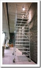 opbouw tentoonstelling Zwart Licht - An Vanderlinden, in Bibliotheek Diepenbeek