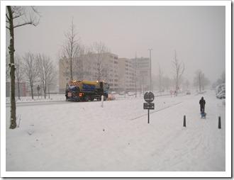 19 december - sneeuwruimer op de Grote Ring in Hasselt