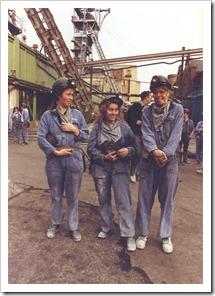 bezoek steenkoolmijn Zolder, 28 maart 1992. Midden: An Vanderlinden,