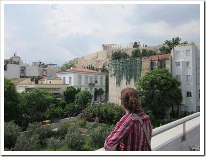 vanaf het terras van het Akropolis Museum zie je het Parthenon staan