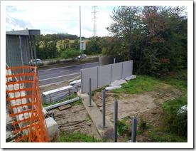 aanbouw geluidsmuur aan brug