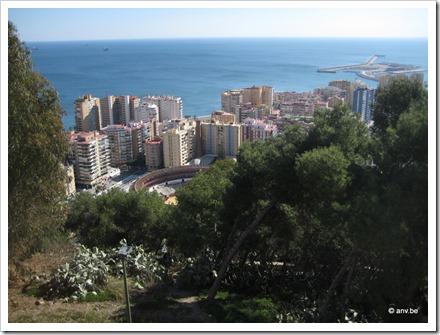 Malaga zicht op stierenarena, stad en zee vanaf kasteel Gibralfaro