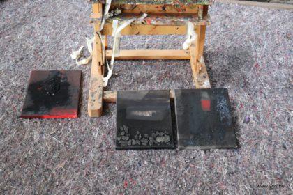 3 kleine schilderijtjes in opbouw tijdens An V's Artist Residency week 4